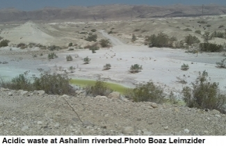 Acidic waste at Ashalim riverbed. Photo Boaz Leimzider