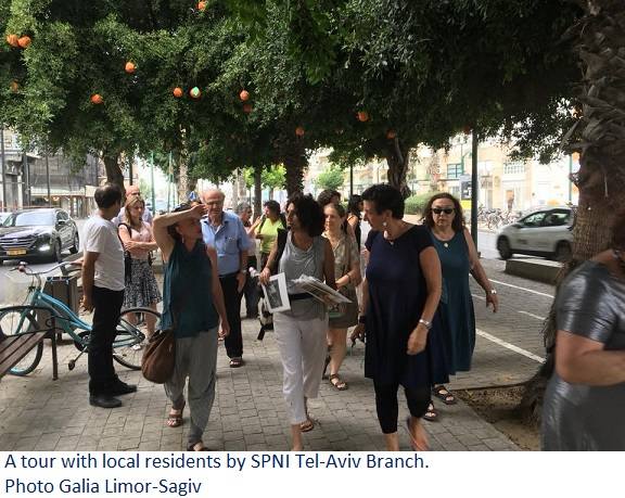 A tour with local residents by SPNI Tel-Aviv Branch. Photo Galia Limor-Sagiv